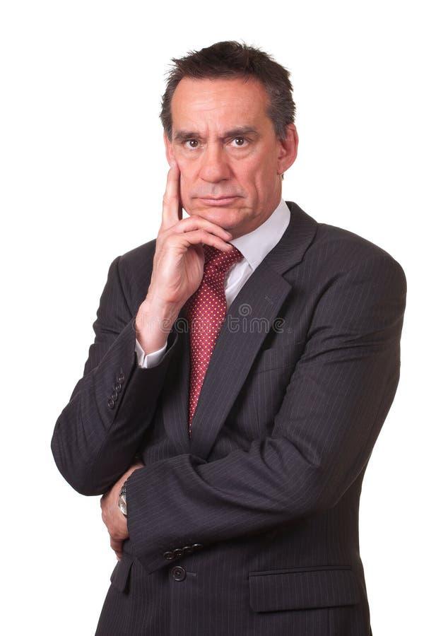 Uomo arrabbiato aggrottante le sopracciglia di affari di Medio Evo in vestito fotografia stock