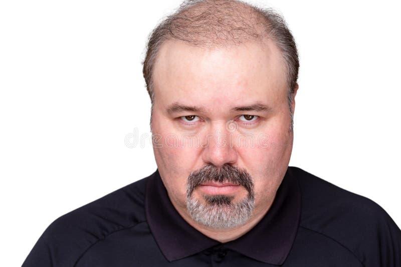 Uomo arrabbiato cupo torvo alla macchina fotografica fotografie stock libere da diritti