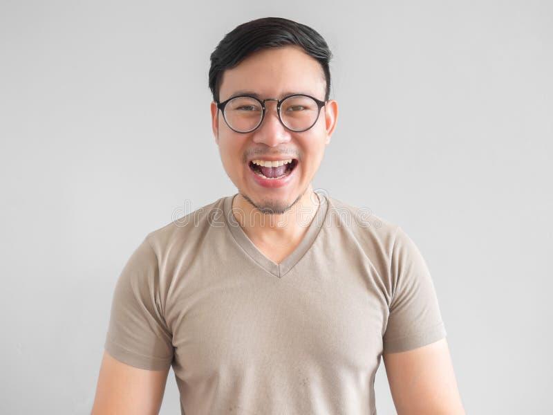 Uomo asiatico di risata fotografie stock