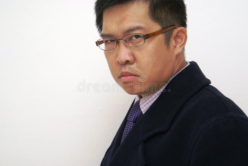 Uomo asiatico sembrante feroce immagini stock