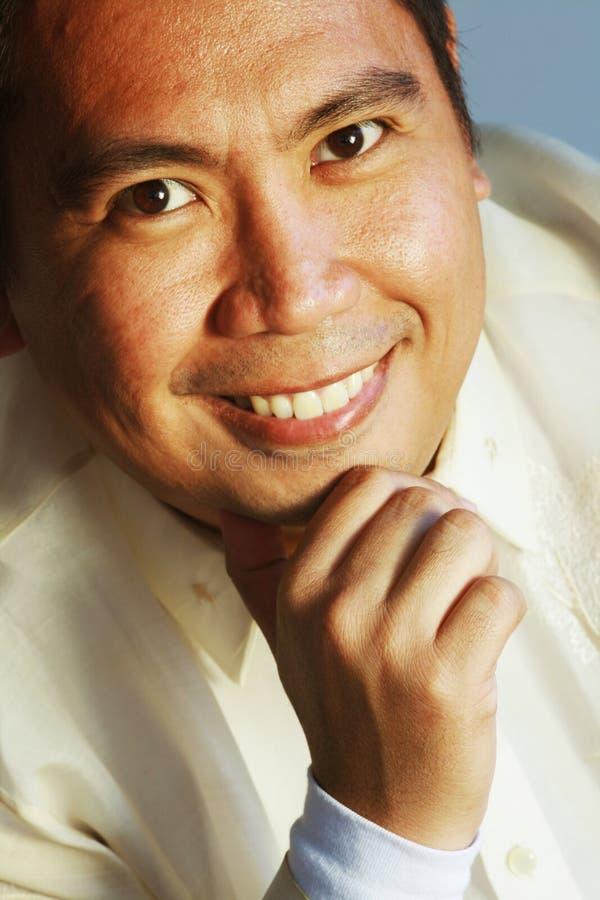 Uomo asiatico sorridente immagini stock libere da diritti