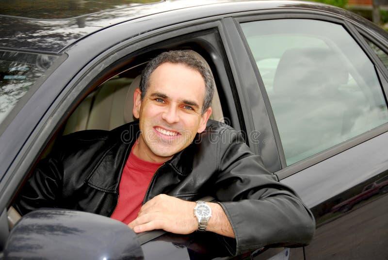 Uomo in automobile fotografie stock