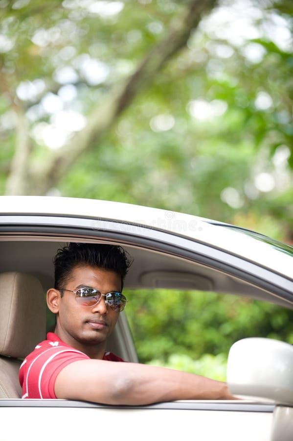 Download Uomo in automobile fotografia stock. Immagine di osservare - 3880004