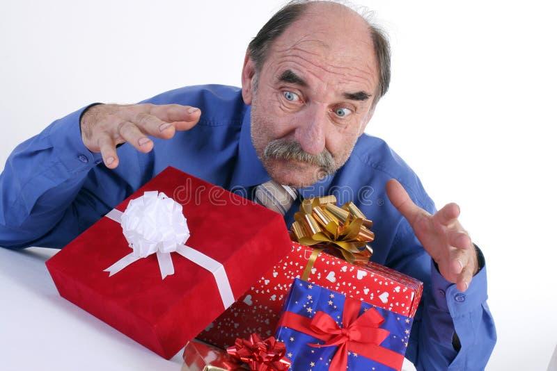 Uomo avido con i regali fotografia stock libera da diritti