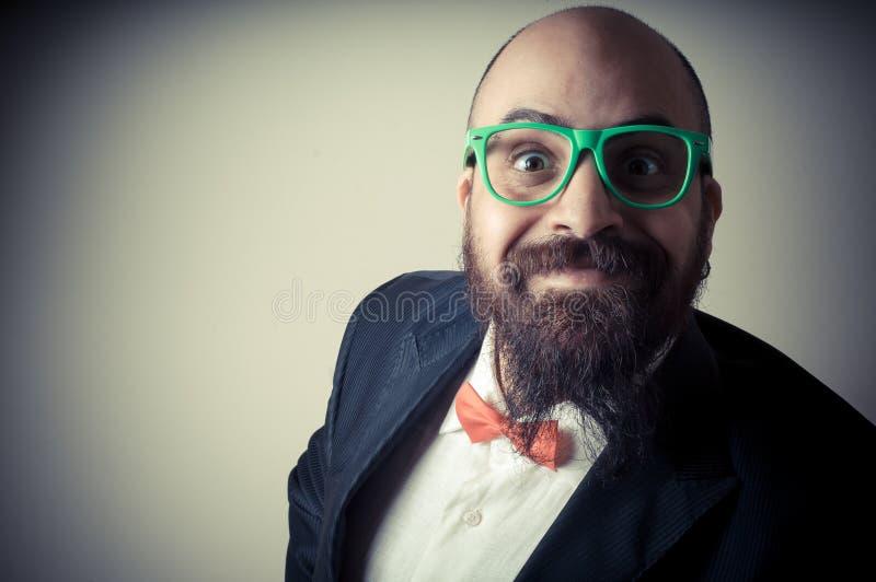 Uomo barbuto elegante divertente fotografia stock