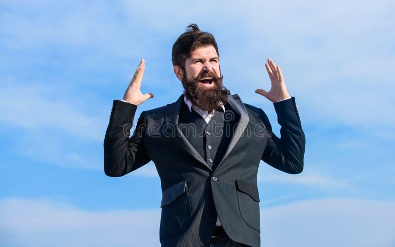 Uomo barbuto felice Pantaloni a vita bassa maturi con la barba Pantaloni a vita bassa caucasici brutali con i baffi Pantaloni a v fotografie stock libere da diritti