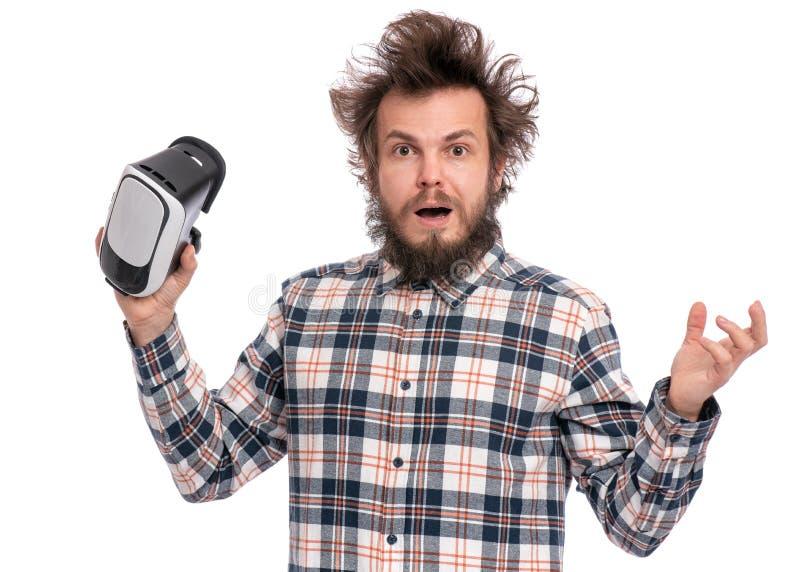 Uomo barbuto pazzo con gli occhiali di protezione di VR fotografia stock