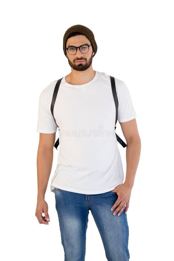 Uomo bello che posa contro il fondo bianco fotografia stock