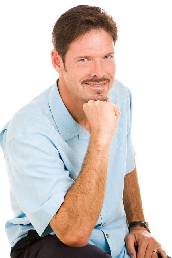 Uomo bello con il Grin Roguish fotografia stock