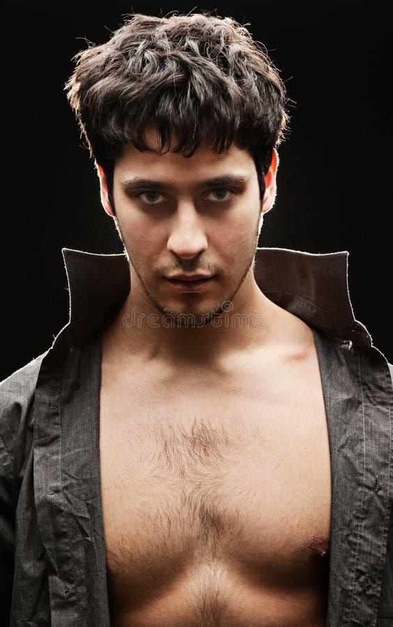 Uomo bello con il seno nudo immagini stock libere da diritti