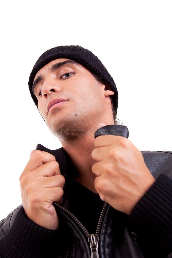 Uomo bello con una vista del cappuccio da sotto immagini stock libere da diritti