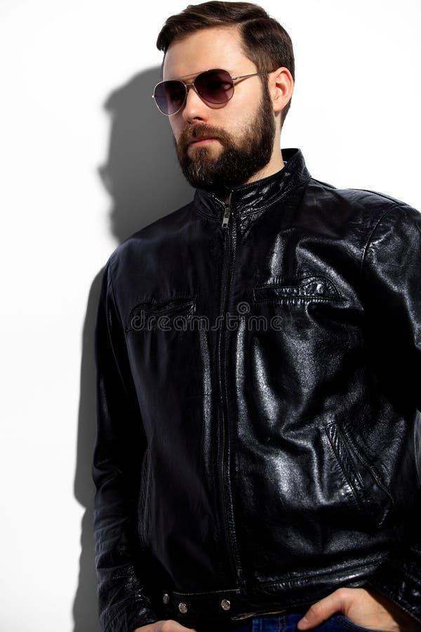Uomo bello elegante fotografia stock libera da diritti