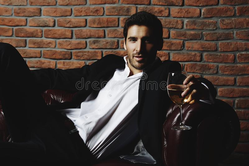 Uomo bello sexy immagine stock