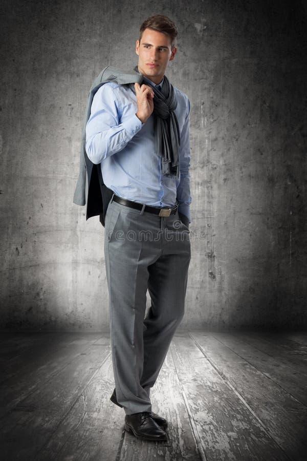 Uomo bello in vestito immagini stock