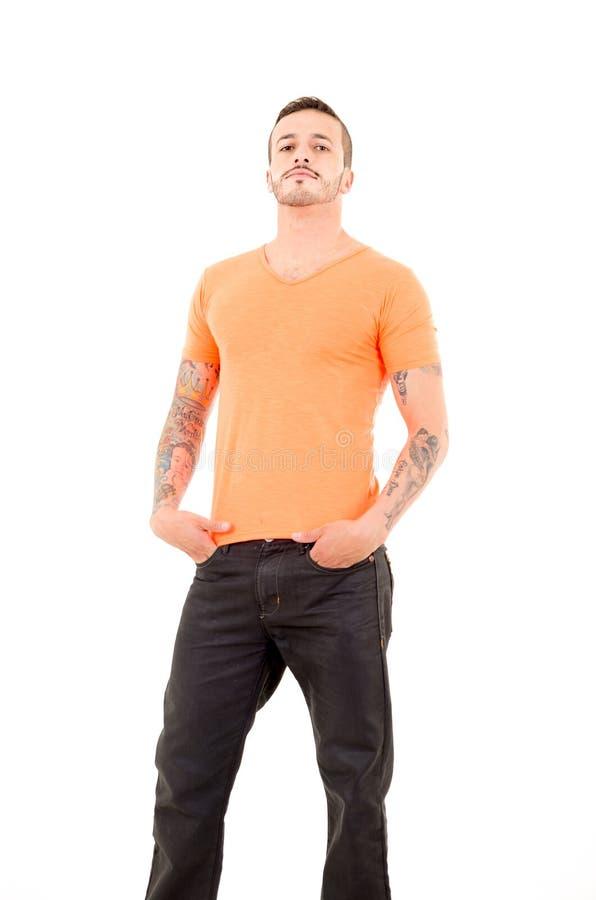Uomo in camicia arancio immagine stock