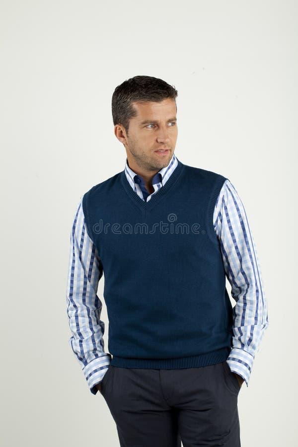 Uomo in camicia e maglia immagini stock