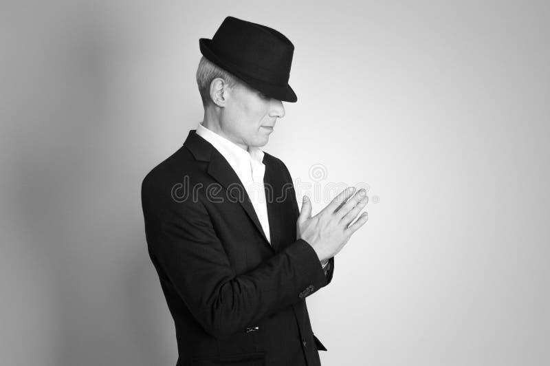 Uomo in cappello nero fotografia stock