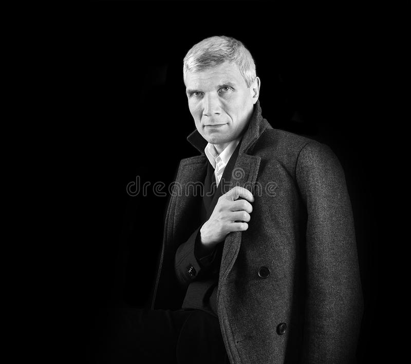 Uomo in cappotto fotografia stock