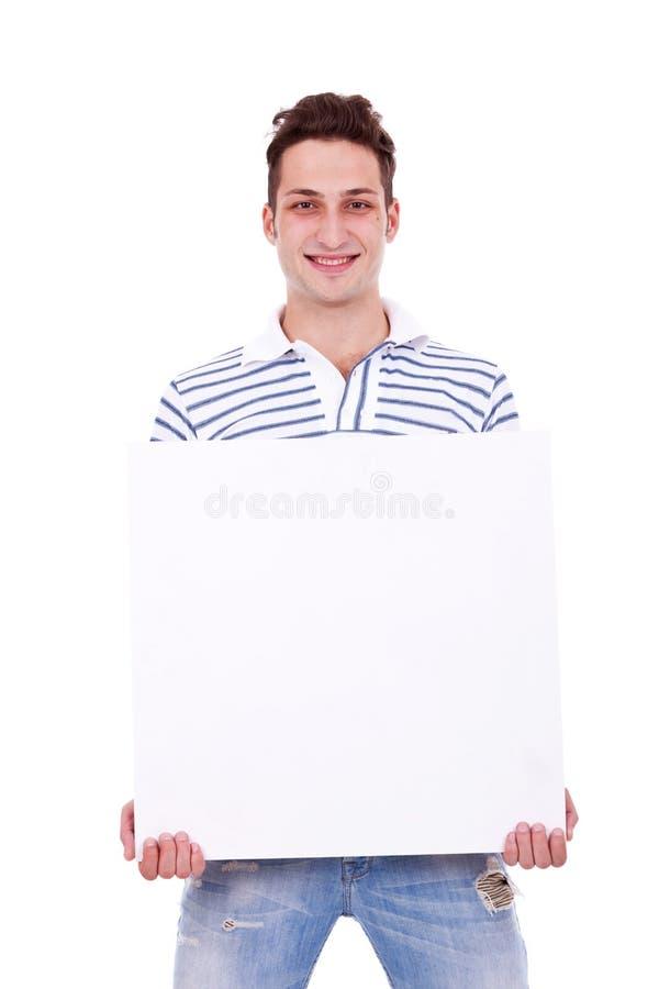 Uomo casuale che tiene segno bianco fotografie stock