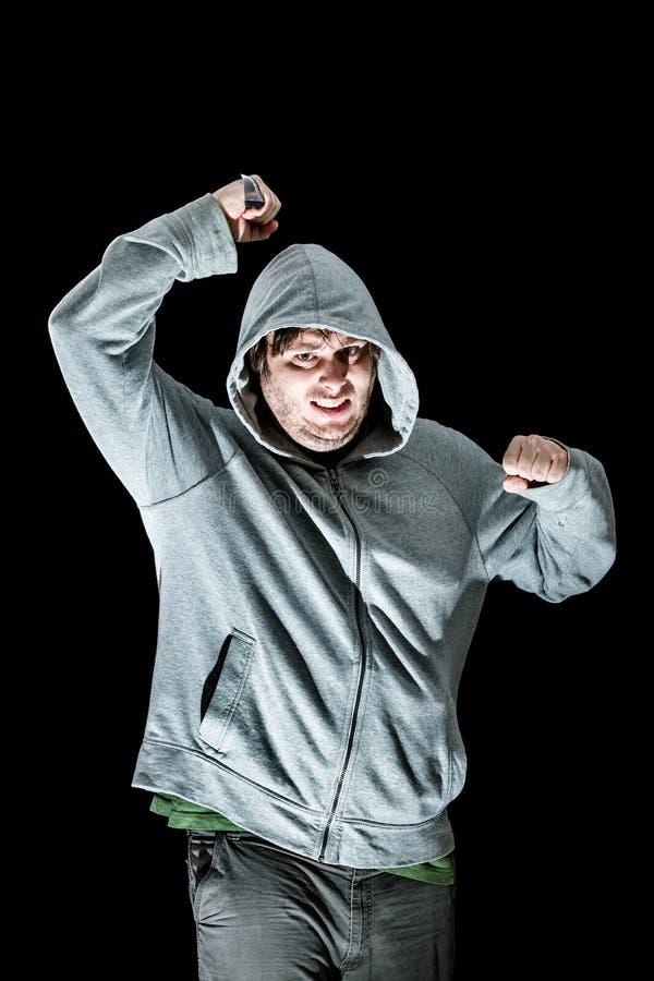 uomo che attacca con un coltello immagini stock libere da diritti