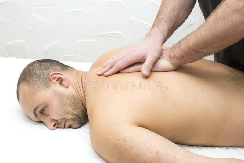 Uomo che fa massaggio immagine stock libera da diritti
