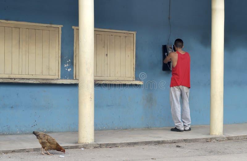 Uomo che fa telefonata fotografie stock