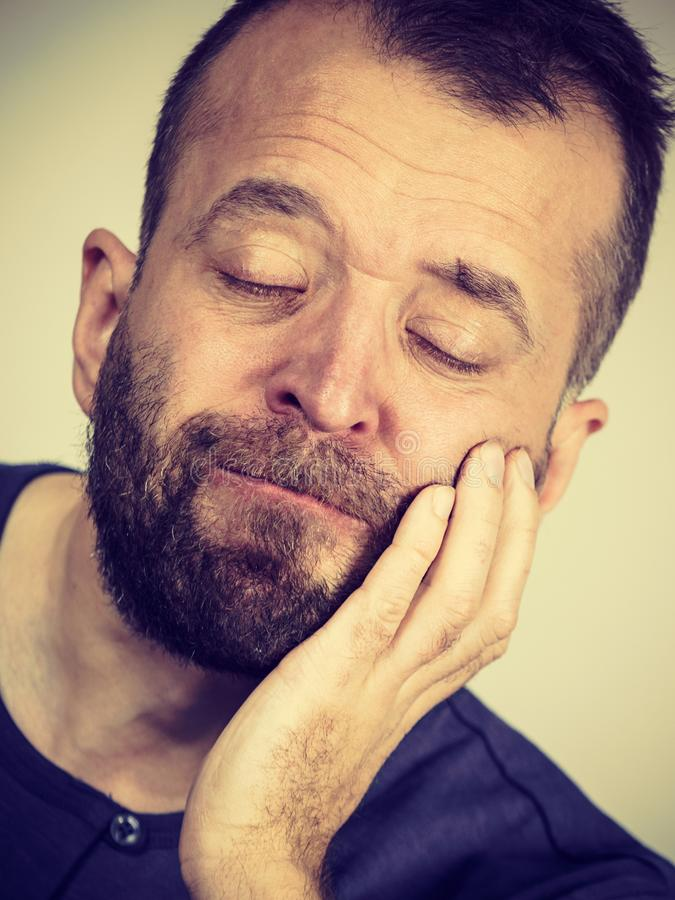 Uomo che ha dolore di dente fotografia stock libera da diritti