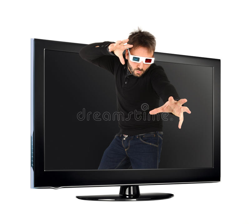 Uomo che indossa i vetri 3d dalla TV immagine stock libera da diritti