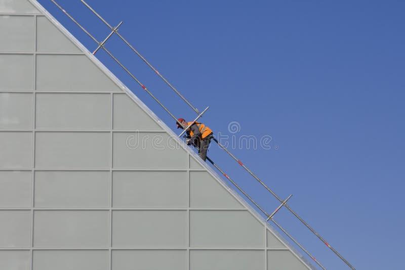 Uomo che lavora al cantiere immagine stock libera da diritti