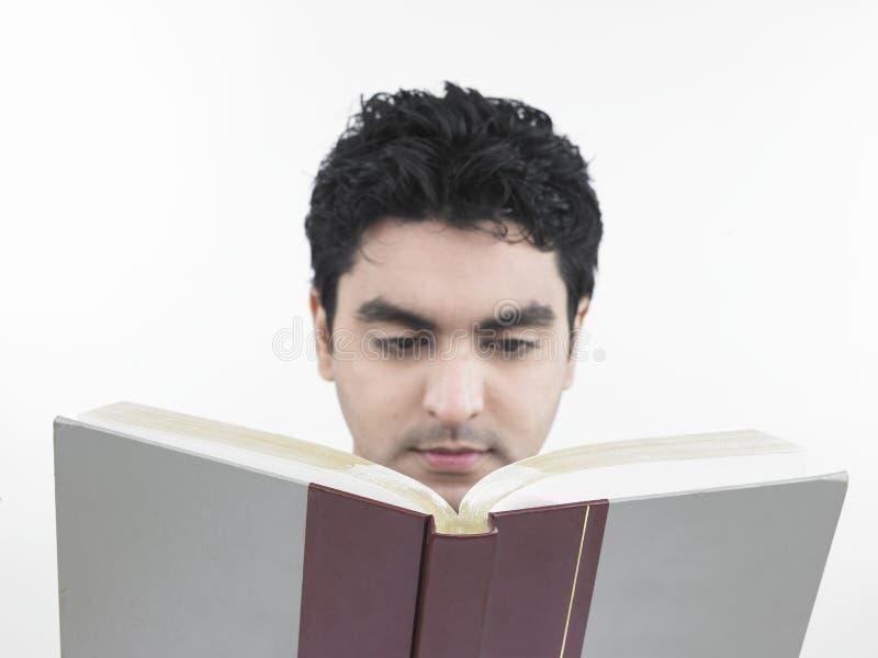 Download Uomo Che Legge Un Libro Grasso Fotografia Stock - Immagine di esame, sappia: 7321096