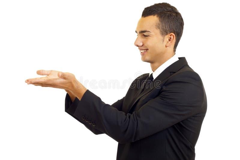 Uomo che mostra qualcosa fotografia stock libera da diritti