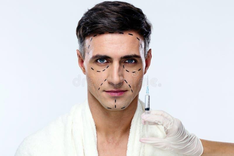 Uomo che prepara per la chirurgia plastica immagini stock libere da diritti