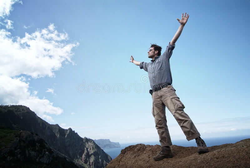 Download Uomo Che Raggiunge Fuori Per Il Cielo Immagine Stock - Immagine di uomo, raggiungere: 30825121