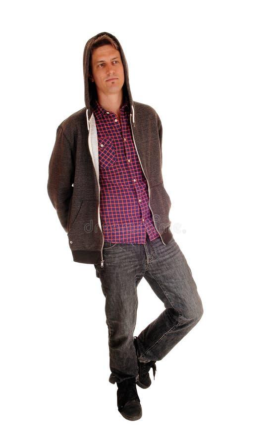 Download Uomo Che Sta Indossante Una Maglia Con Cappuccio Fotografia Stock - Immagine di cappuccio, fashionable: 55352622