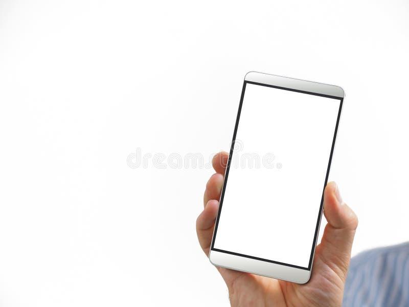 Uomo che tiene uno smartphone in sua mano con lo schermo bianco in bianco immagine stock libera da diritti