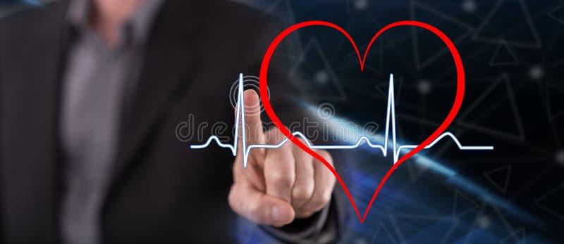 Uomo che tocca un grafico dei battiti cardiaci immagini stock