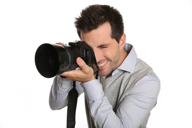 Uomo che usando la macchina fotografica della foto immagine stock