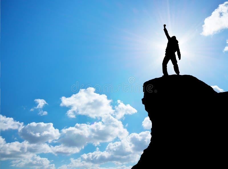 Uomo in cima alla montagna immagine stock