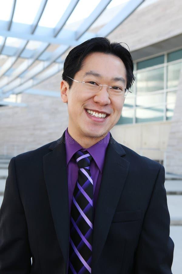 Uomo cinese bello felice di affari fotografia stock