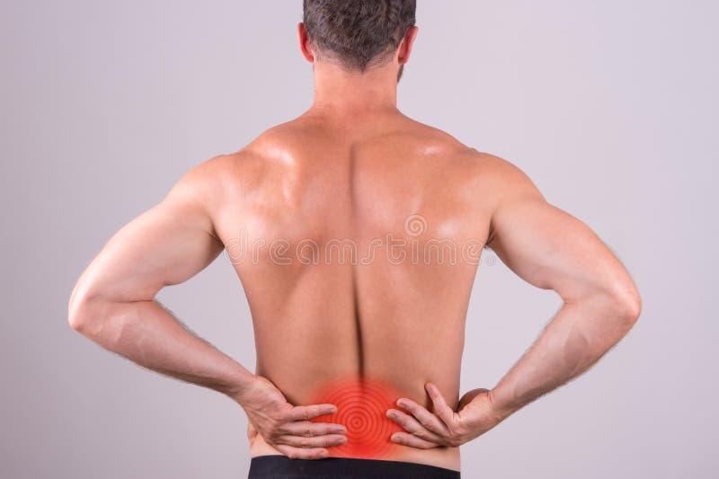 Uomo con dolore lombo-sacrale immagini stock libere da diritti