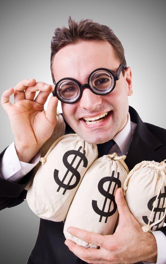 Uomo con i sacchi dei soldi sul bianco immagine stock libera da diritti