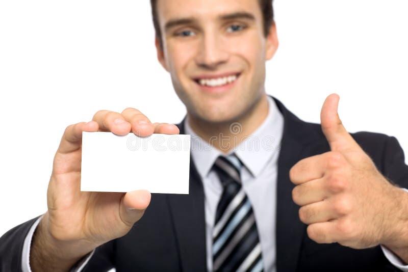 Uomo con il biglietto da visita che mostra i pollici in su fotografie stock