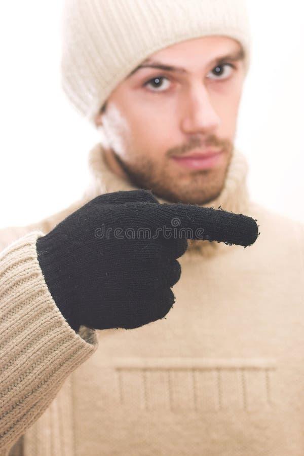 Uomo con il cappello che indica la destra immagini stock