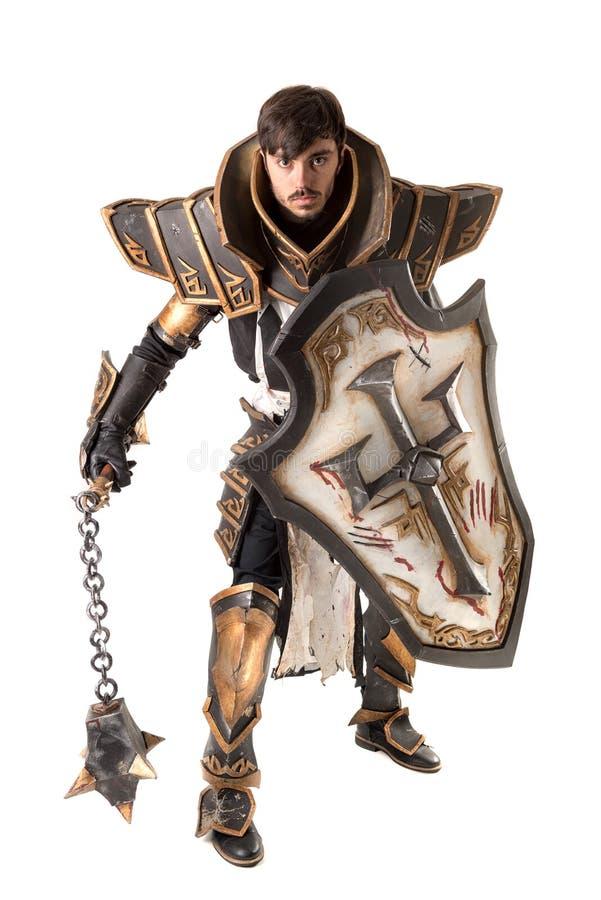 Uomo con il costume del cavaliere fotografia stock