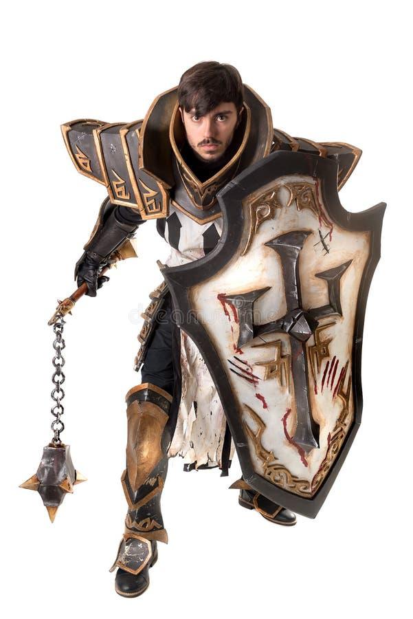 Uomo con il costume del cavaliere immagini stock