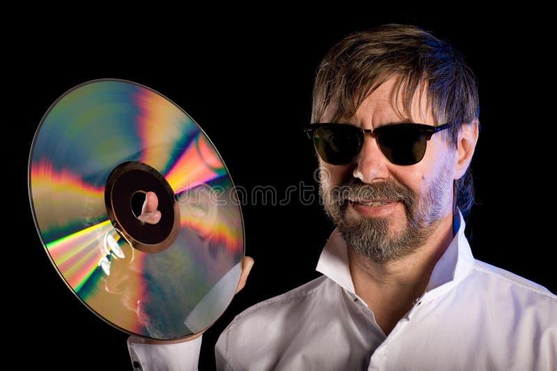 Uomo con il retro disco a laser immagine stock libera da diritti