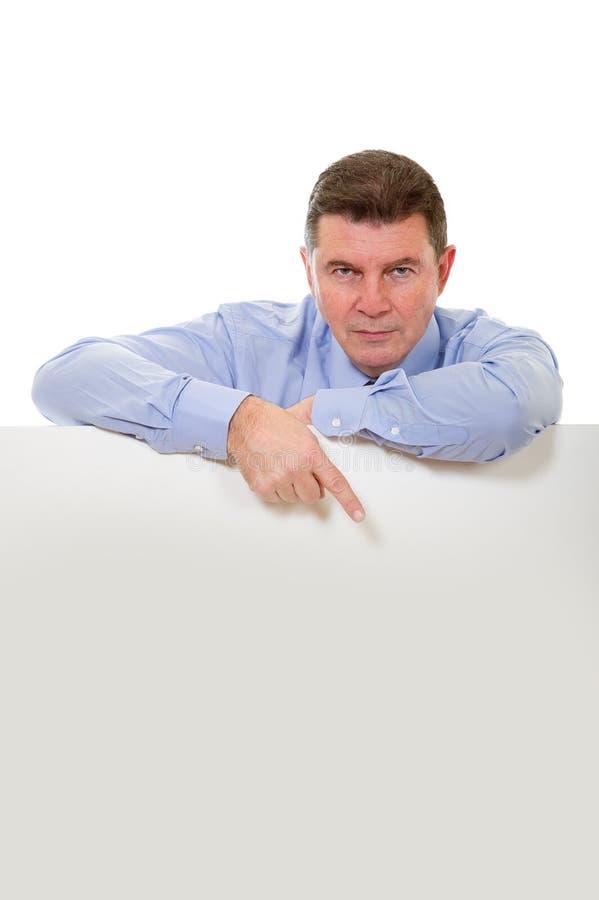 Uomo con il tabellone per le affissioni fotografie stock