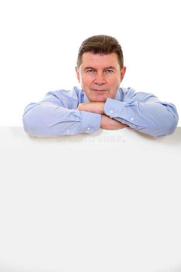 Uomo con il tabellone per le affissioni immagine stock