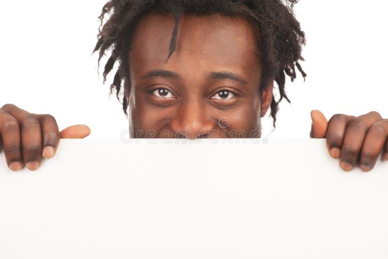 Uomo con il tabellone per le affissioni in bianco immagine stock libera da diritti