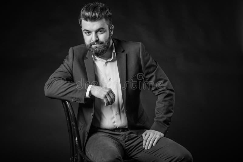 Uomo con la barba, in bianco e nero immagine stock libera da diritti